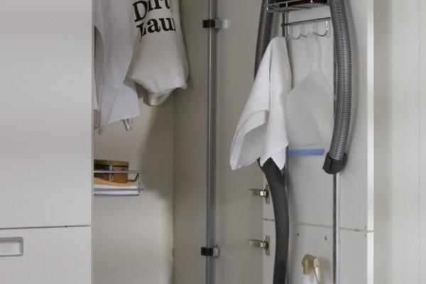 slide_santos-cocinas-seda-laminado-columna-portautiles-limpieza